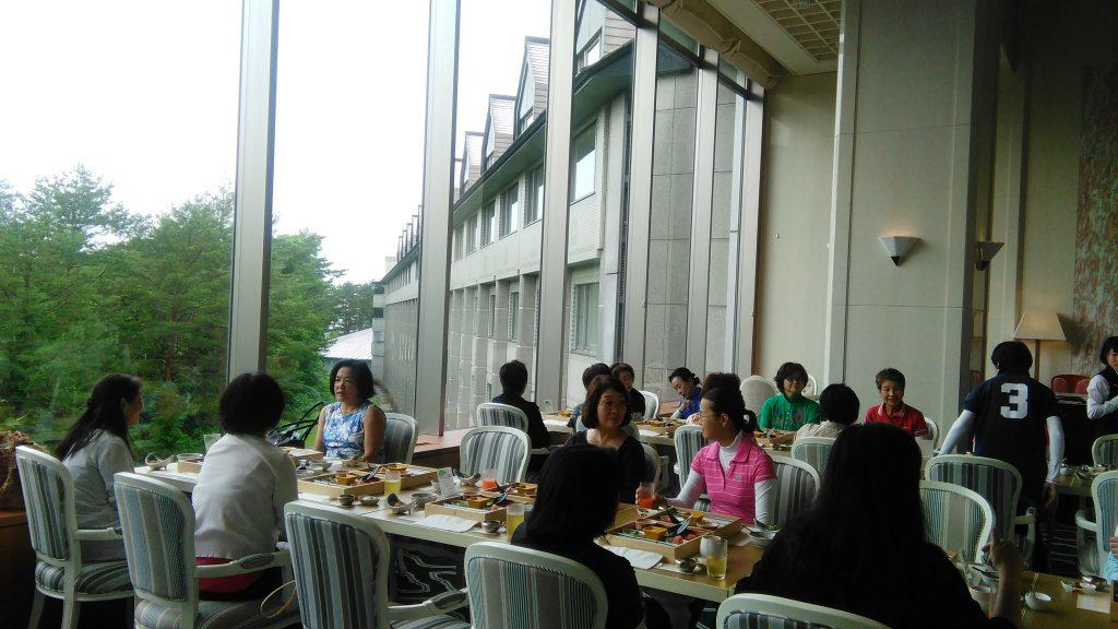 裏磐梯の超高級リゾートホテルで夕食会。 OB会員の佐藤光代社長、野崎孝子さん、松川裕子さんと旧交を暖めました。